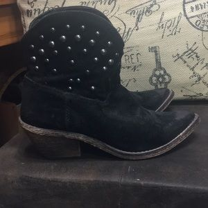 Black booties size 7.5 coconuts